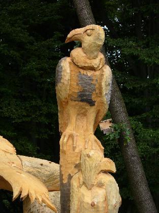 Dřevěná socha supů