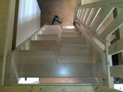 Mlynářské schody z masivu