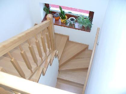Točené schodiště z bukového dřeva
