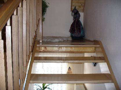 Přímé samonosné schodiště z bukového dřeva
