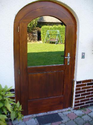 Masivní vchodové dveře